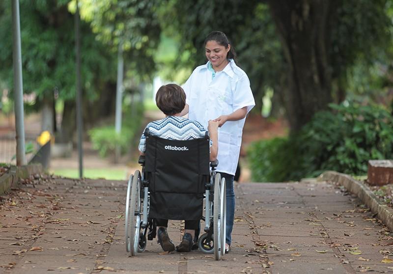 Cuidados com idosos rendem crescimento e prêmios para ACVida