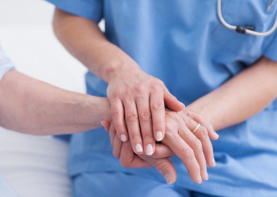 Atenção ao contratar cuidadores pode evitar problemas