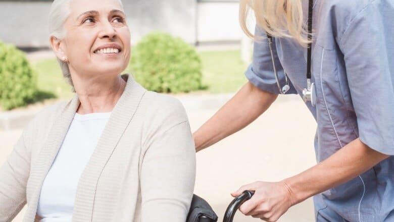 cuidados ao contratar um cuidador de idoso