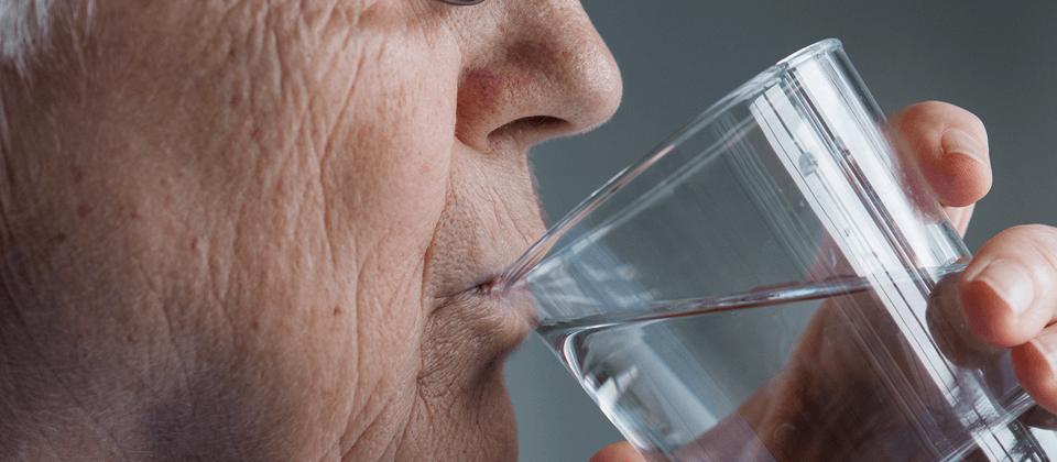 desidratação em idosos os cuidados