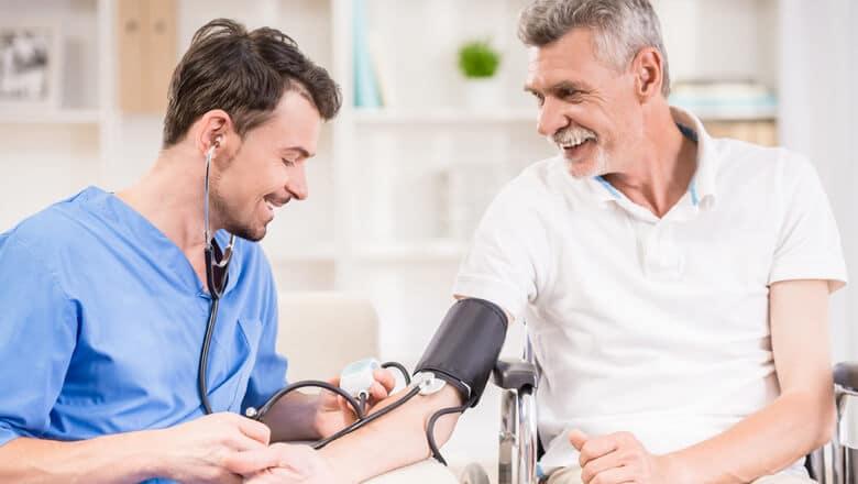 Cuidador de idosos é um profissional de saúde