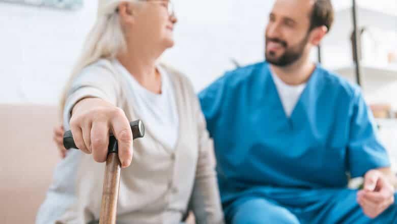 cuidadores de idosos e famílias