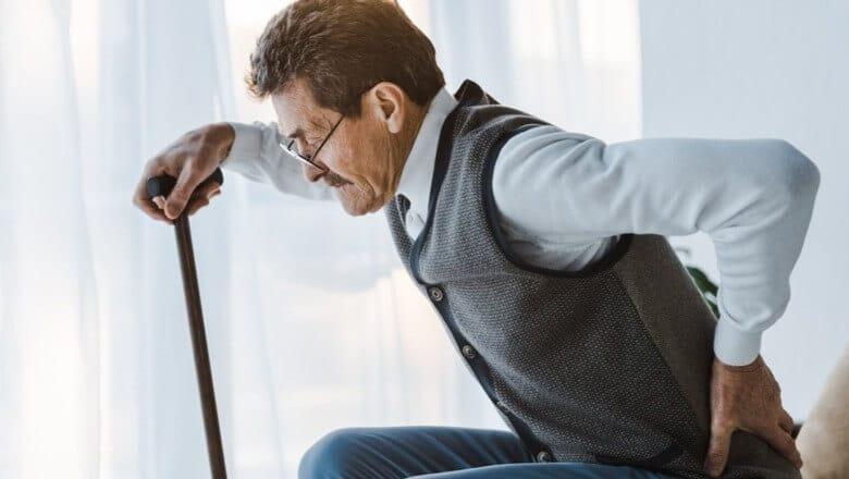pessoas idosas se queixam de tantas dores