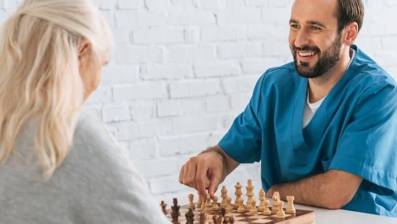 cuidador de idosos em domicílio