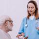 Benefícios em contratar um cuidador